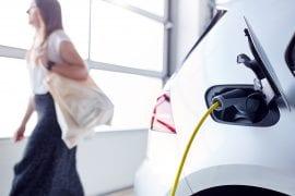 În ce condiții vor fi obligatorii în clădiri prizele pentru mașini electrice